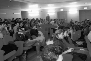 studenti durante ll'assemblea